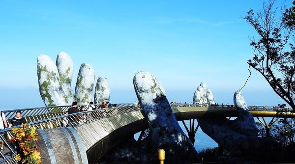 Kinh nghiệm du lịch Bà Nà Hill Đà Nẵng: Cây cầu vàng ở Bà Nà Hill