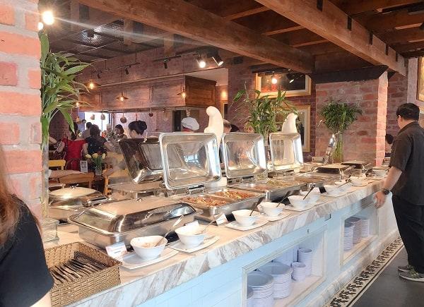 Kinh nghiệm ăn uống khi du lịch Bà Nà Hill Đà Nẵng: Nhà hàng buffet ở Bà Nà Hill