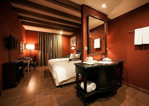 Kinh nghiệm du lịch Bà Nà Hill Đà Nẵng: Khách sạn ở Bà Nà Hill
