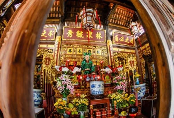 Kinh nghiệm du lịch Bà Nà Hill Đà Nẵng: Miếu Bà ở Bà Nà Hill
