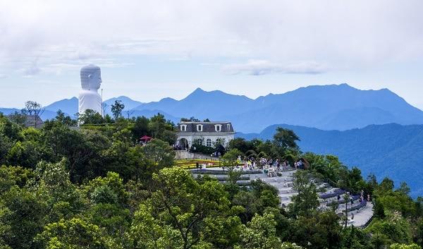 Kinh nghiệm du lịch Bà Nà Hill Đà Nẵng: Tượng phật Thích Ca Mâu Ni ở chùa Linh Ứng Bà Nà Hill