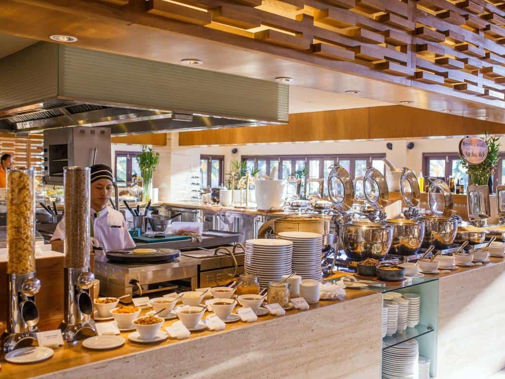 Top khách sạn có buffet ăn sáng ngon ở Đà Nẵng bỏ lỡ là tiếc. Nên thuê khách sạn nào ở Đà Nẵng có buffet sáng ngon? Địa chỉ...