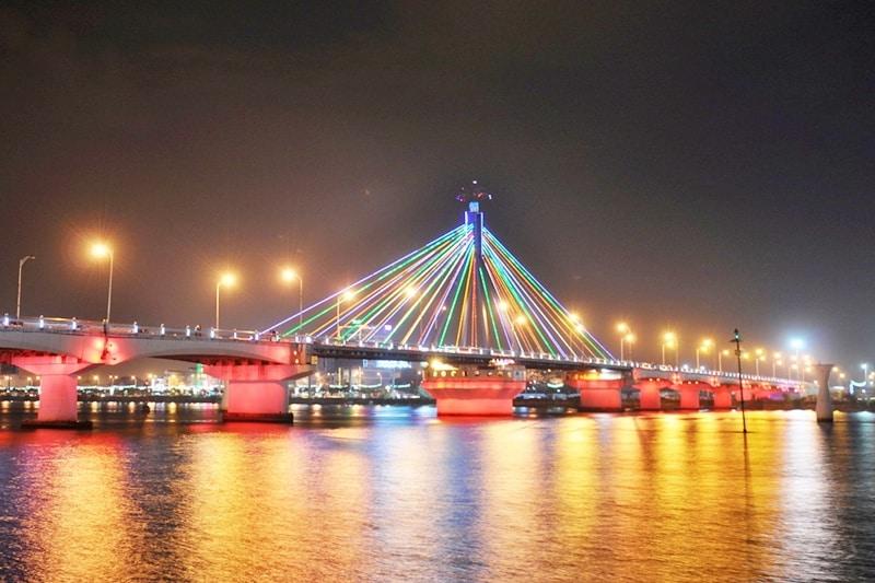 Kinh nghiệm đi du thuyền sông Hàn trải nghiệm về đêm thú vị. Hướng dẫn đi du thuyền trên sông Hàn về đêm giá thành, lộ trình hay