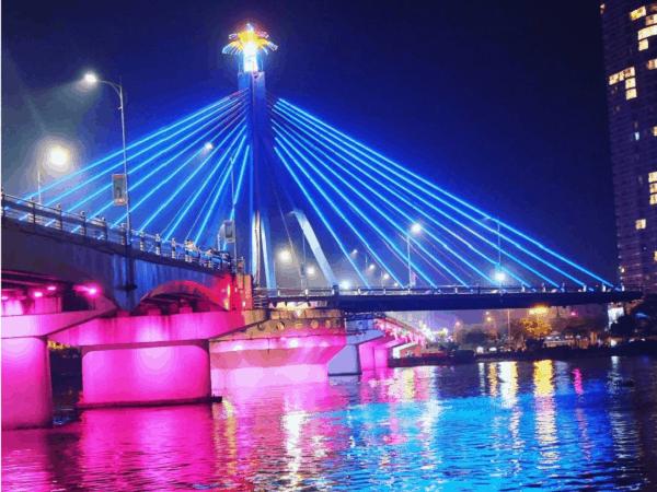 Đi đâu, chơi gì ở Đà Nẵng?/ Ngắm cầu sông Hàn quay