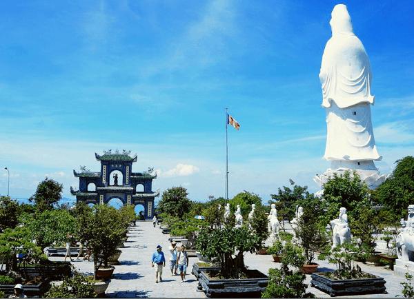 Nên đi đâu khi du lịch Đà Nẵng? Viếng thăm ngôi chùa Linh Ứng