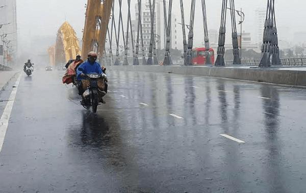 Kinh nghiệm du lịch Đà Nẵng mùa mưa giá rẻ, vắng khách. Hướng dẫn du lịch Đà Nẵng vào mùa mưa đồ đạc, điểm đến, ăn uống...