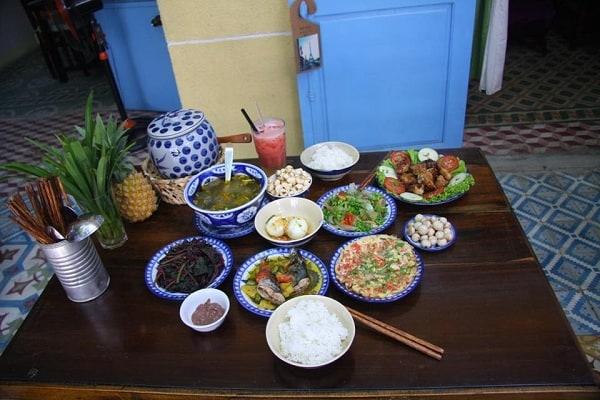 Quán ăn Về nhà có cơm/ quán ăn trưa ngon, đông khách ở Đà Nẵng