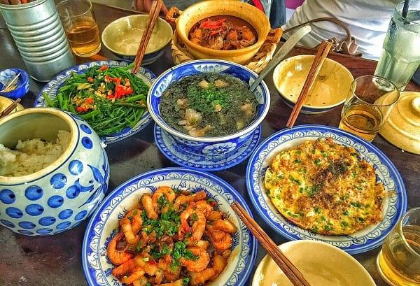 Nhà hàng phục vụ ăn trưa ở Đà Nẵng