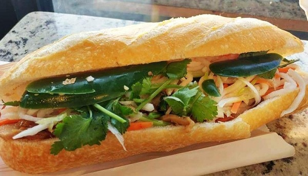 Bánh mì bà Lan – 62 Trưng Nữ Vương/ Ăn bánh mì ngon nhất Đà Nẵng