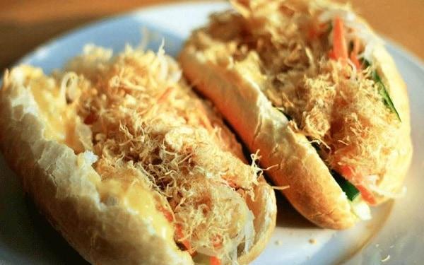 Bánh mì gà cô Chi - địa chỉ ăn bánh mì ngon nhất Đà Nẵng