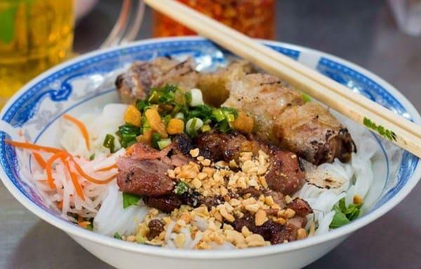 Bún thịt nướng Bà Tuyết/ quán bún thịt nướng ngon ở Đà Nẵng