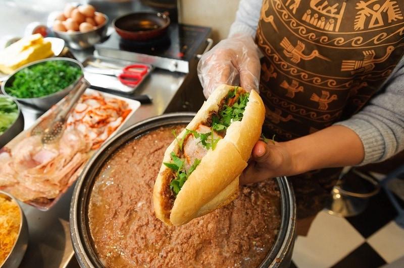 Các quán bánh mì pate Hà Nội ngon khó cưỡng