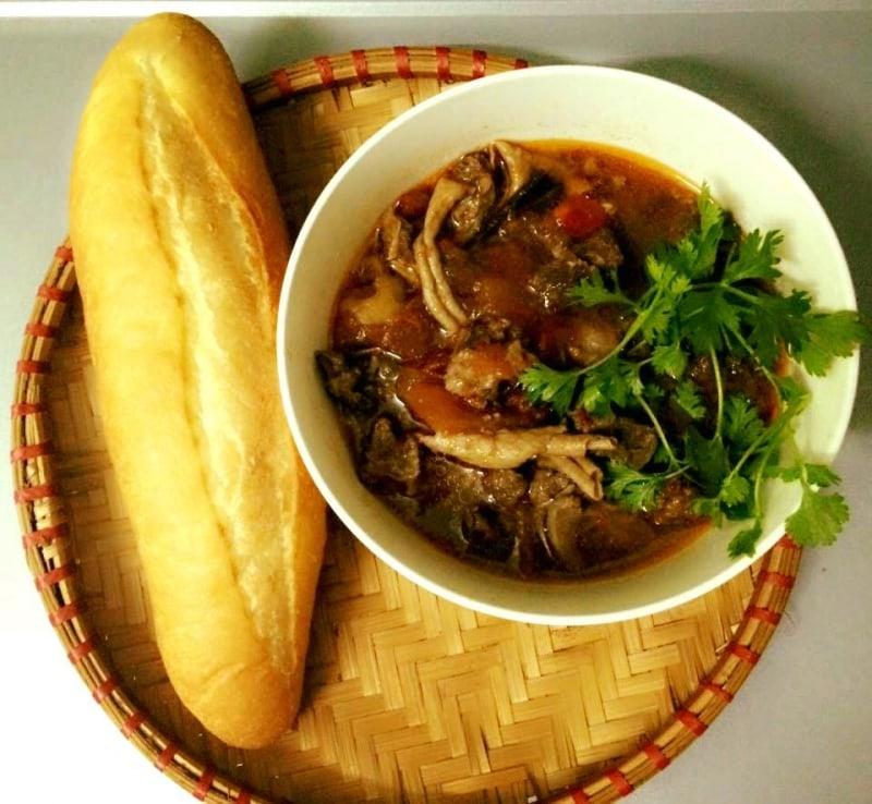 Địa chỉ bán bánh mì xốt vang Hà Nội đông khách