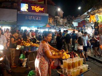 Chợ đêm Phố Cổ - Khu chợ đêm nổi tiếng nhất ở Hà Nội