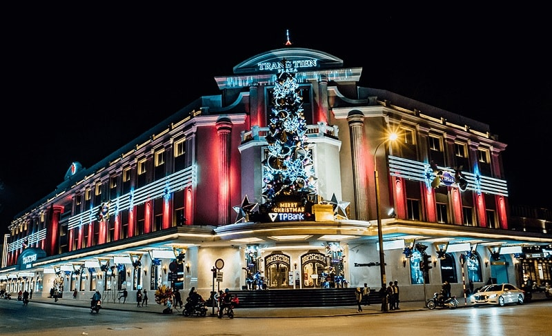 Giáng sinh ở Hà Nội nên đi đâu? Địa điểm chụp ảnh giáng sinh ở Hà Nội. Tràng Tiền Plaza