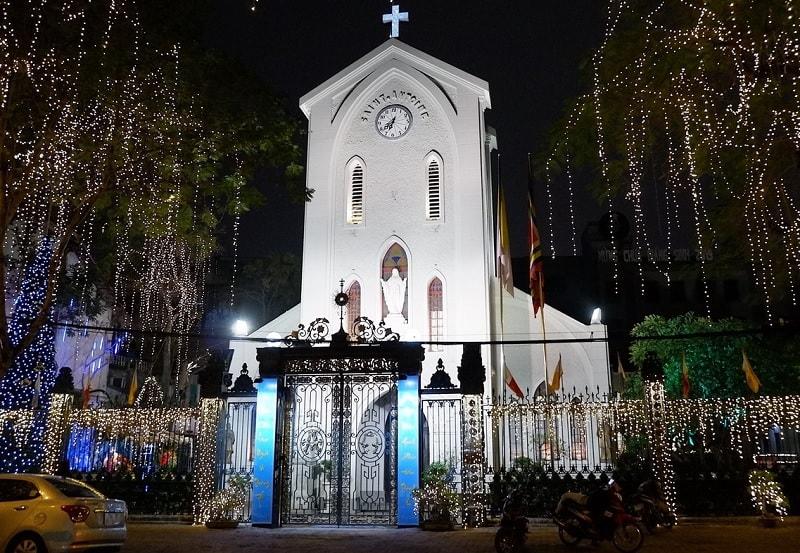 Giáng sinh ở Hà Nội nên đi đâu? Địa điểm tham quan Noel ở Hà Nội. Nhà Thờ Hàm Long