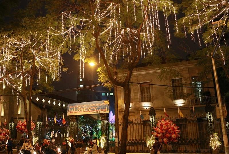Giáng sinh ở Hà Nội nên đi đâu? Du lịch hà Nội nên đi chơi giáng sinh ở đâu? Nhà Thờ Hàm Long