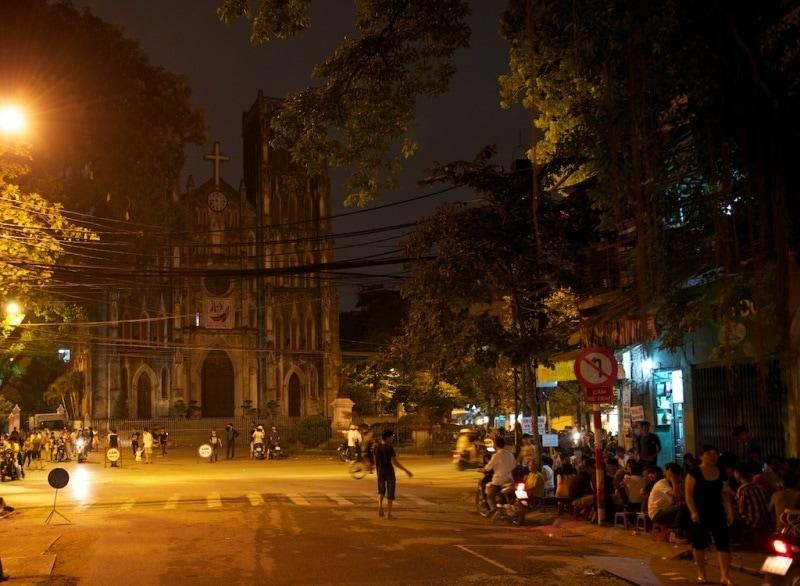 Địa điểm vui chơi Hà Nội về đêm, trà chanh ở Nhà Thờ Lớn