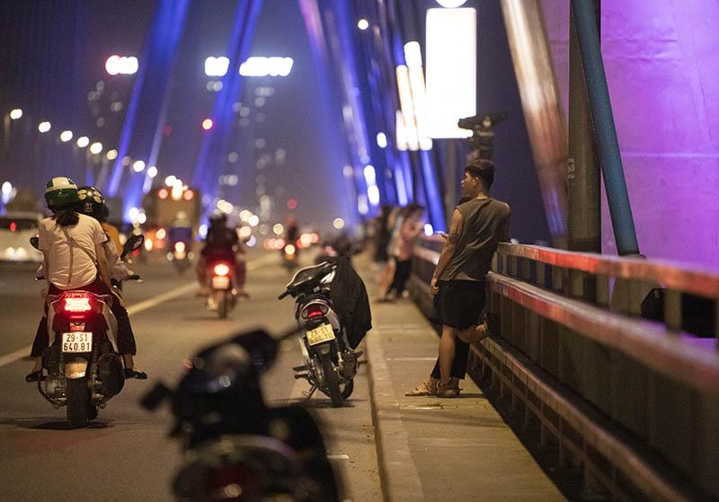 Địa điểm đi chơi ở Hà Nội buổi tối, cầu Nhật Tân