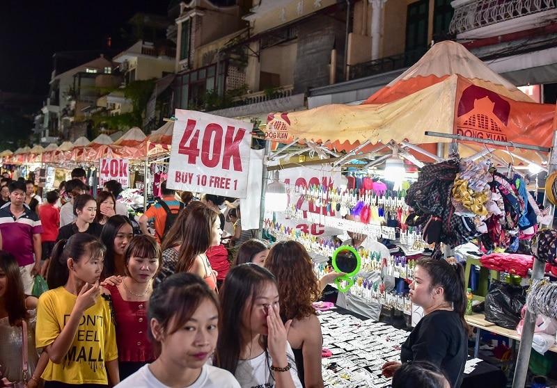 Địa điểm vui chơi ở Hà Nội buổi tối, chợ đêm phố Cổ