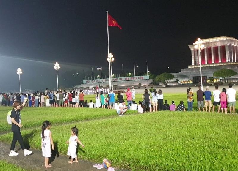 Địa điểm vui chơi ở Hà Nội về đêm, quảng trường Ba Đình