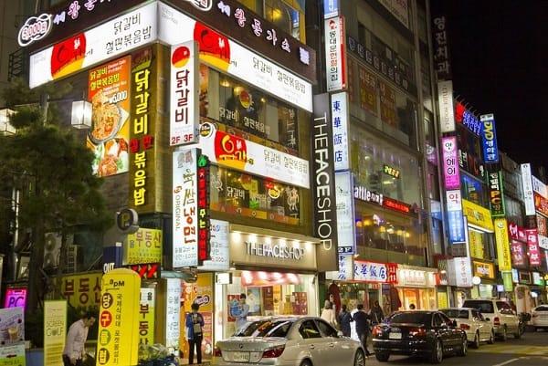 Khu thương mại Dongdaemun, một địa chỉ mua sắm giá rẻ ở Seoul