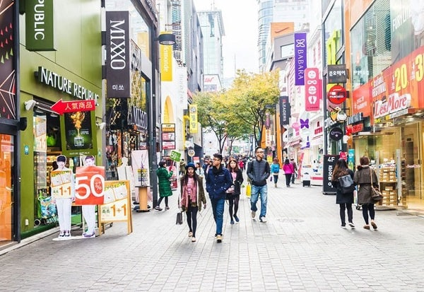 Khu thương mại Myeongdong, địa chỉ mua sắm ở Seoul nổi tiếng