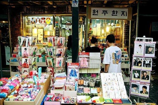Mua sắm ở đâu Seoul, Insadong địa chỉ mua sắm giá rẻ ở Seoul để mua đồ lưu niệm