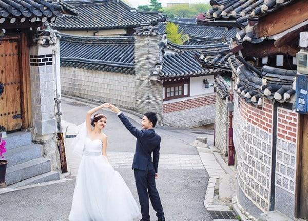 Địa điểm chụp hình cưới lãng mạn ở Hàn Quốc. Khu làng cổ Bukchon Hanok. Địa điểm chụp ảnh cưới ở Hàn Quốc.