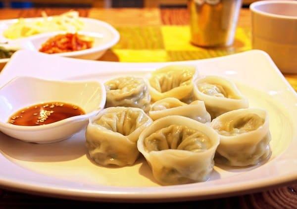 Du lịch Seoul nên ăn gì ngon? bánh xếp nhân thịt mandu