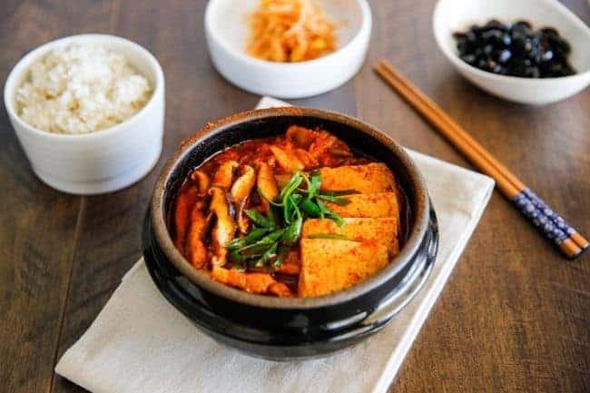 Đi Seoul Hàn Quốc nên ăn món gì, món canh kim chi ở Seoul