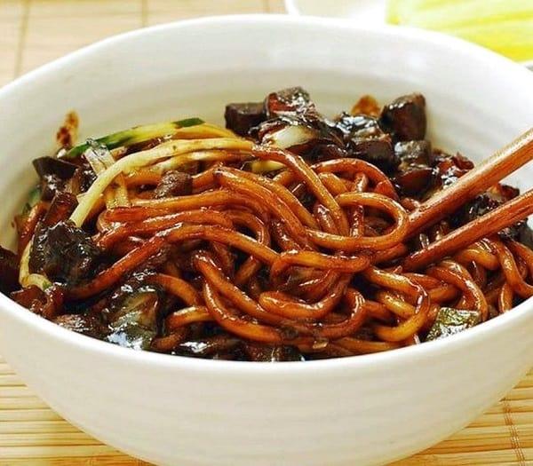10 món ăn Hàn Quốc không cay ngon, nổi tiếng: Du lịch Hàn Quốc ăn gì không cay? Jjajangmyun