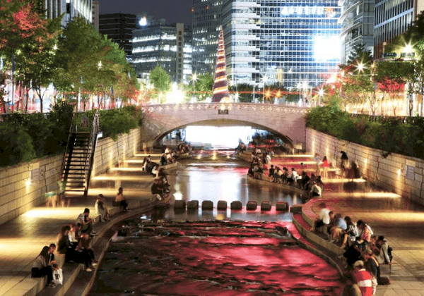 Buổi tối ở Seoul nên đi đâu? Khám phá suối Cheonggyecheon