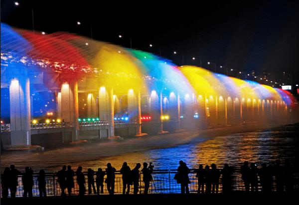 Buổi tổi ở Seoul nên đi đâu, chơi gì, ngắm Banpo Bridge Moonlight Rainbow Fountain
