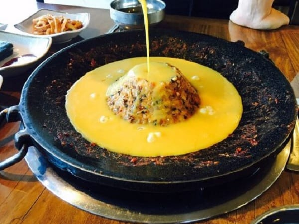 Du lịch Jeju Hàn Quốc nên ăn gì ngon? Món ăn nổi tiếng ở Jeju. Cơm chiên núi Halla