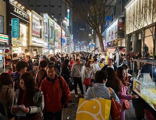 Du lịch Seoul - Nami 3 ngày 2 đêm. Du lịch Seoul - Nami nên mua sắm ở đâu? Khu phố Myeongdong