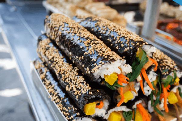 Món ẩm thực truyền thống ngon ở Hàn Quốc. Du lịch Hàn Quốc nên ăn gì? Đặc sản Gimbap Hàn Quốc