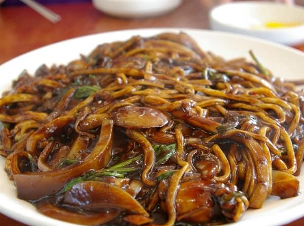 Món ăn đặc sản ngon ở Hàn Quốc. Du lịch Hàn Quốc nên ăn gì? Mì tương đen Jajangmyeon