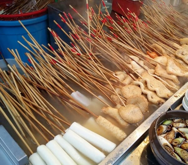 Món ăn vặt ở Busan. Chả cá Busan. Món ăn đường phố ở Busan