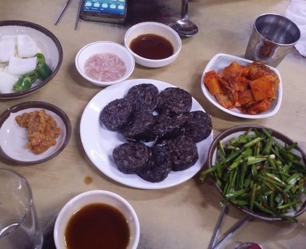 Món ăn vặt ở Busan. Món Sundae. Món ăn đường phố ở Busan