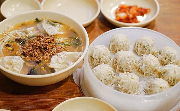 Nhà hàng Myeongdong Kyoja nổi tiếng với món bánh bao đặc trưng