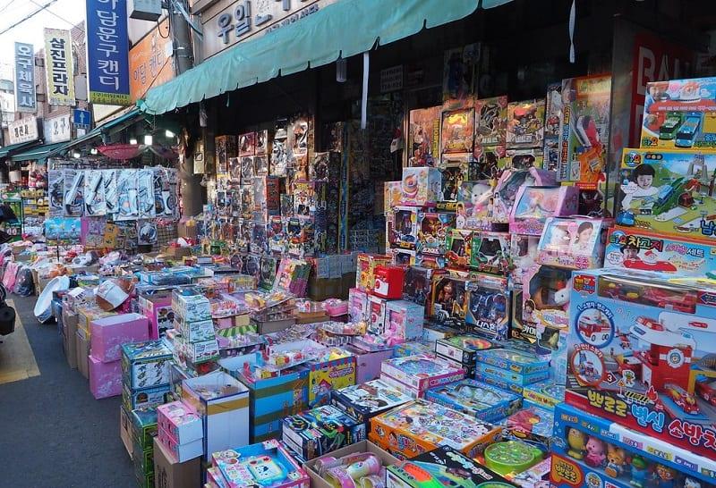 Địa điểm mua đồ trẻ em ở Seoul, Ngõ bán đồ chơi chợ Dongdaemun
