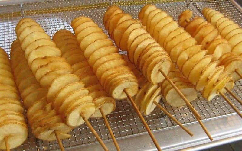 Top món ăn đường phố Hàn Quốc ngon nhất, khoai tây lốc xoáy