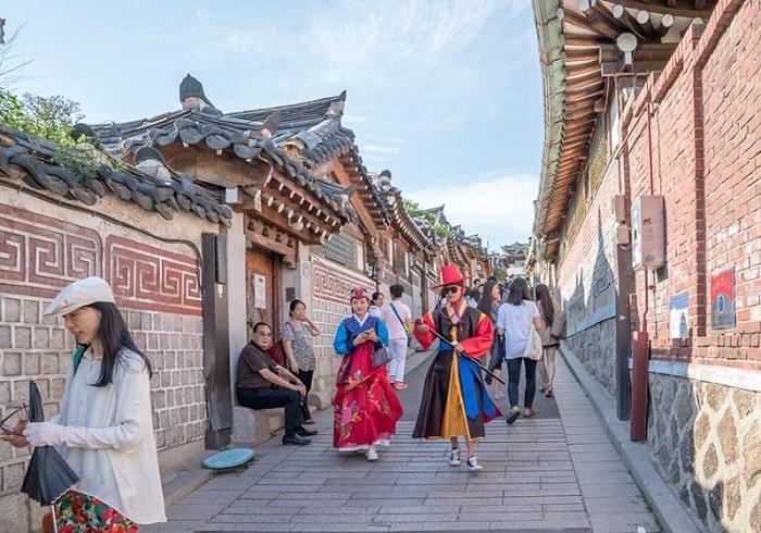 Kinh nghiệm tham quan làng cổ Bukchon Hanok, lưu ý khi tham quan Bukchon Hanok giờ cao điểm