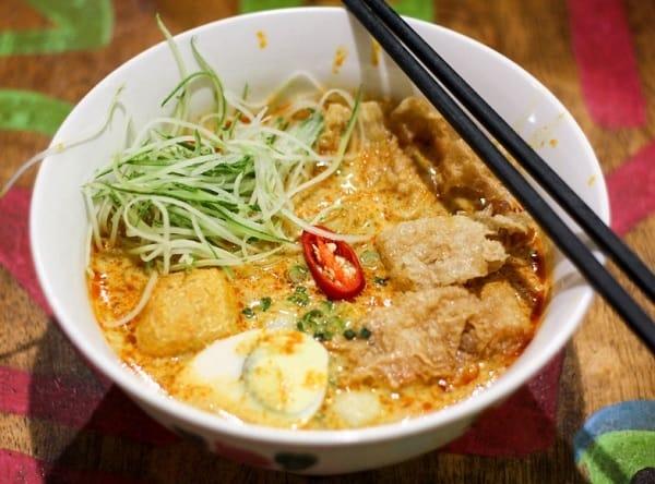 Đến Malacca Malaysia nên ăn gì? Món ăn truyền thống ở Malacca. Mỳ Nyonya Laksa