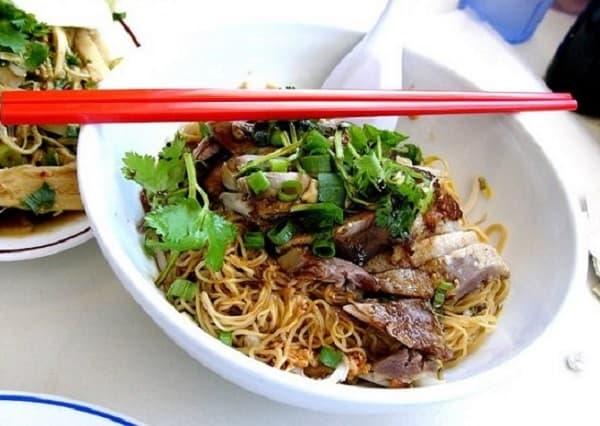 Đến Malacca Malaysia nên ăn gì? Món ăn truyền thống ở Malacca. Mỳ vịt khô