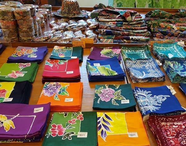Đi Penang nên mua gì? Mua vải lụa batik ở Penang