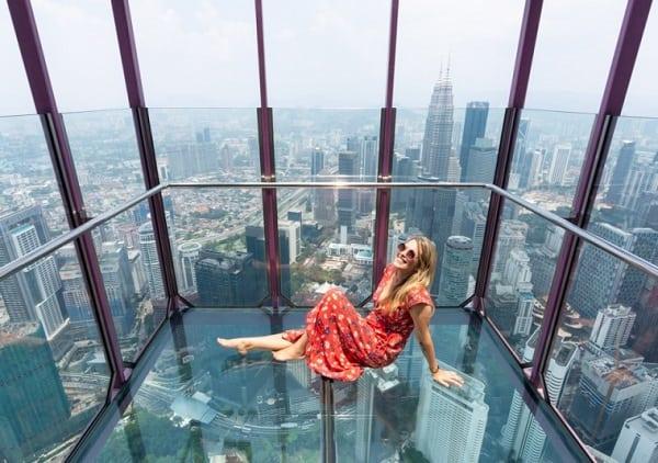 Địa điểm chụp hình đẹp ở Kuala Lumpur, boong kính tại Tháp Menara KL