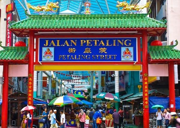 Địa điểm chụp hình đẹp ở Kuala Lumpur, chiếc cổng đỏ của phố Petaling Street