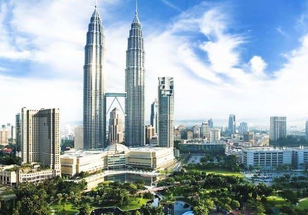 Tháp đôi Petronas là địa điểm chụp hình đẹp ở Kuala Lumpur